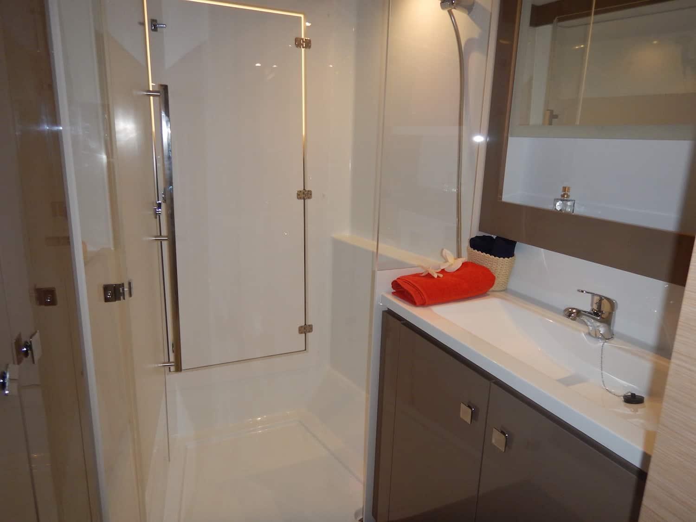 Lucia40 owner bathroom2