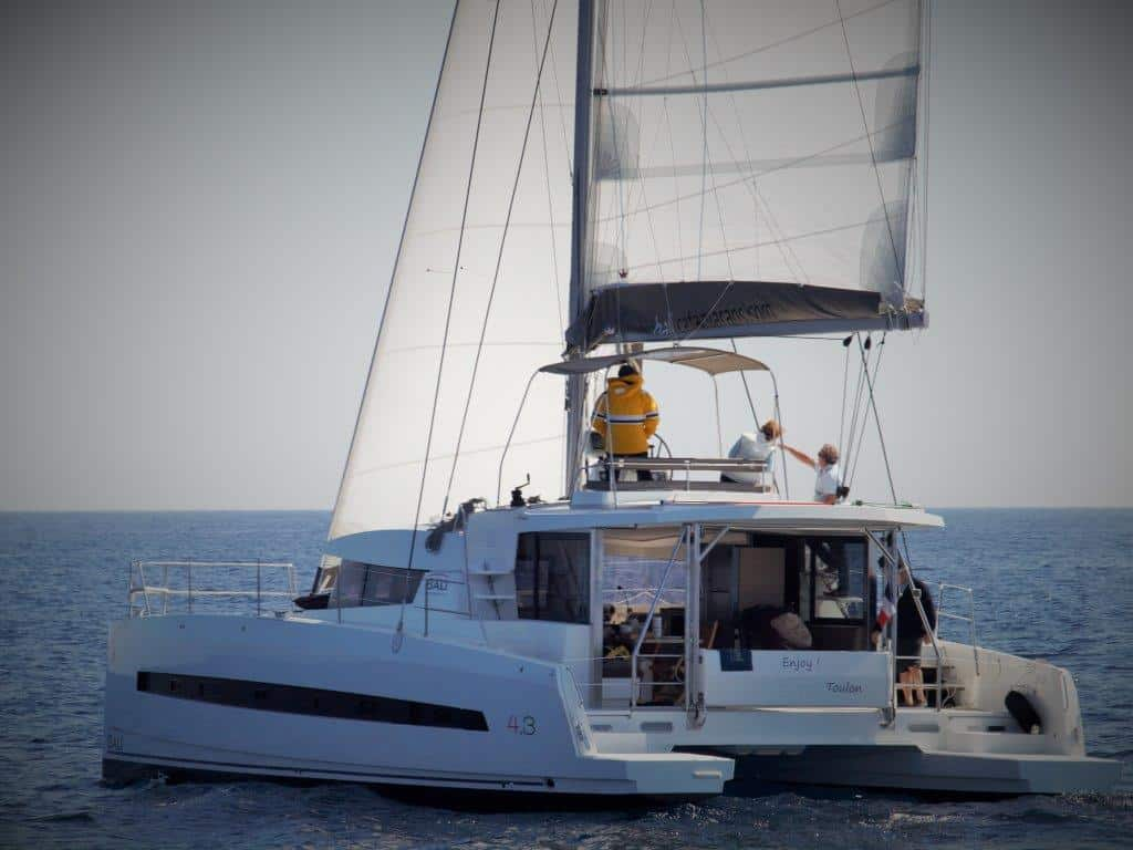 Bali 4.3 is a perfect boat for a boat partnership between 2 families