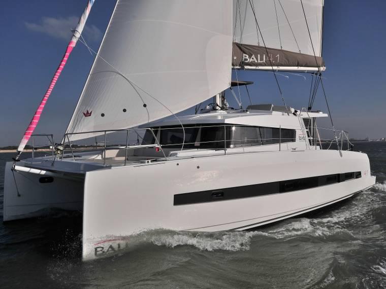 bali 4.1 sailing catamaran profile