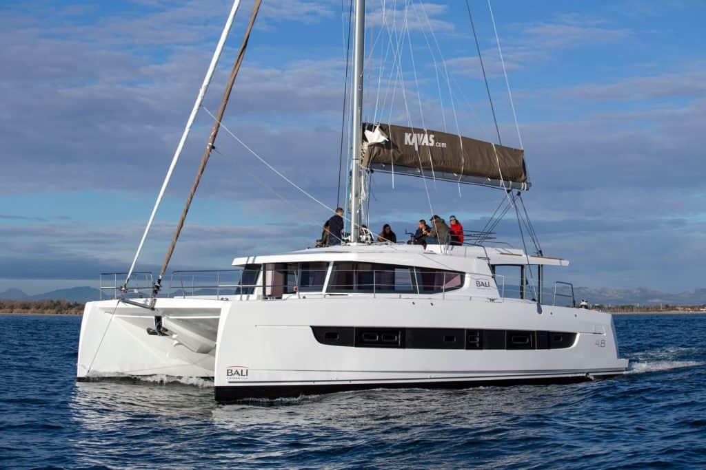 Bali 4.8 Motoring Starboard Profile